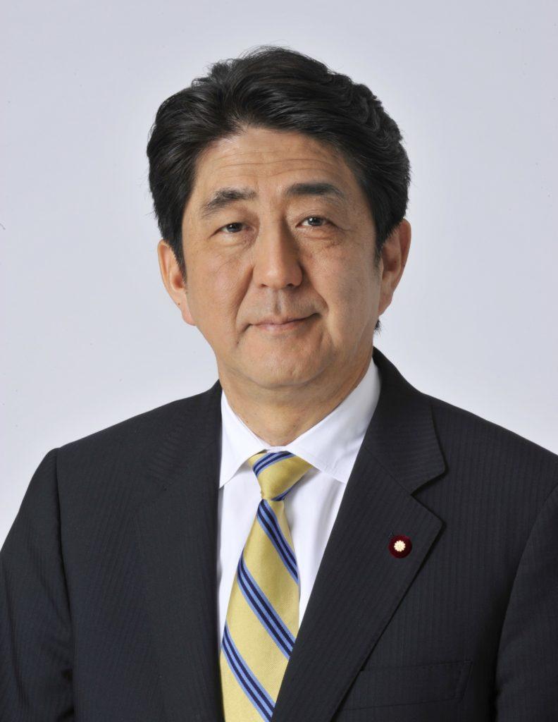 画像に alt 属性が指定されていません。ファイル名: Shinzō_Abe_Official-792x1024.jpg
